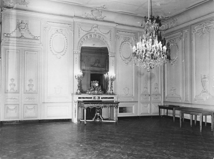 Grand salon, avant restauration