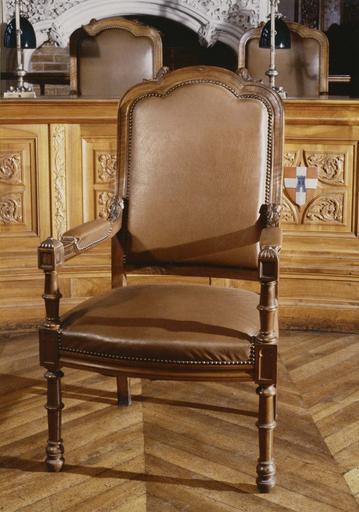 Mobilier de la 1ère chambre du tribunal de grande Instance : fauteuil, 1890-1897
