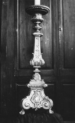 Chandelier d'autel, bois sculpté et doré