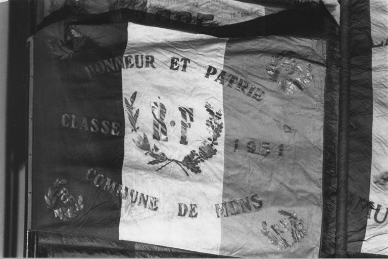 Drapeau de conscrits de Mens, tissus peints et assemblés, 1880 à 1952