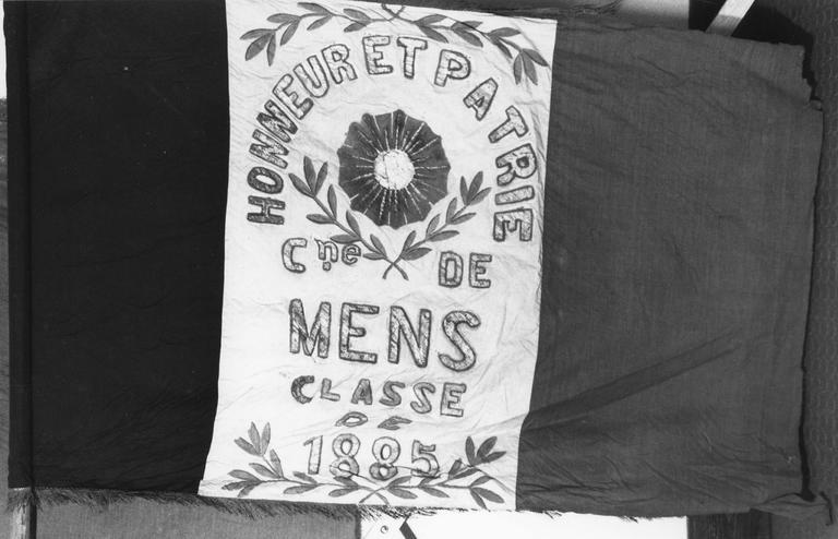 Drapeau de conscrits de Mens, tissus peints et assemblés, 1880 à 1956