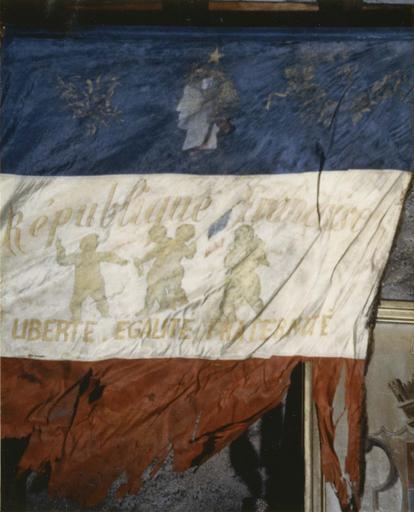 Drapeau de conscrits, tissus assemblés, inscriptions brodées d'or, 1881 à 1941