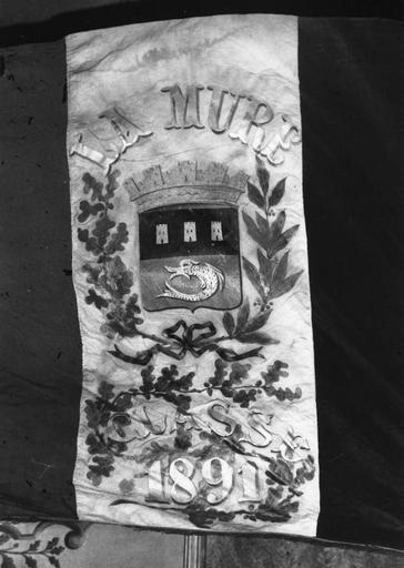 Drapeau de conscrits, tissus assemblés, inscriptions brodées d'or, 1881 à 1944