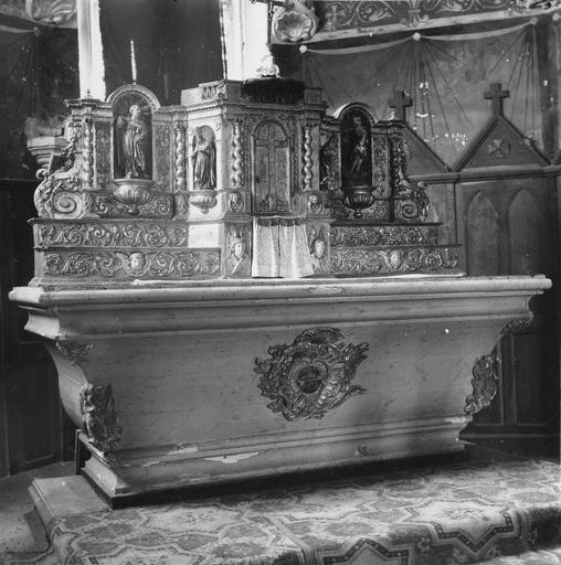 Maître-autel, gradins et tabernacle