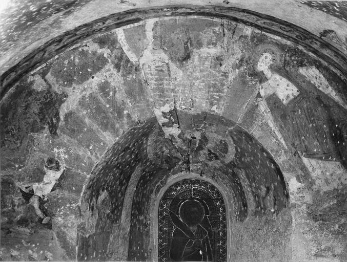 Peinture murale, détail, après dégagement des badigeons