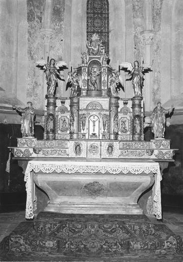 Maître-autel, gradins, tabernacle et retable