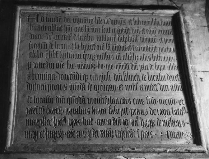 Plaque commémorative, inscription dédicatoire gravée en caractères gothiques, pierre, 1480