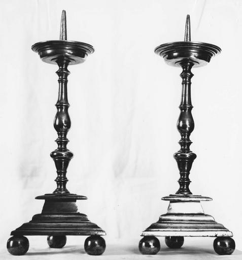 Chandeliers d'autel (2), laiton