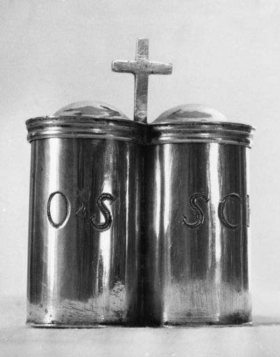 Coffret aux saintes huiles, argent forgé