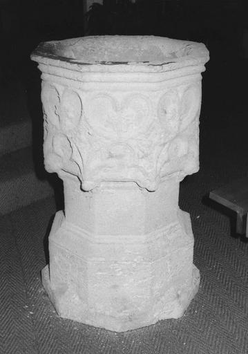 bénitier, pierre calcaire