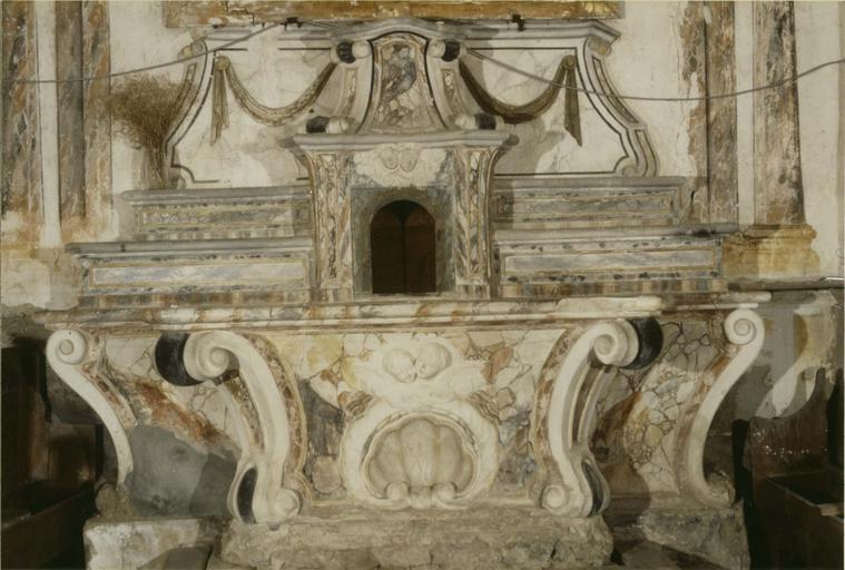 maître-autel, stucs peints façon faux marbre