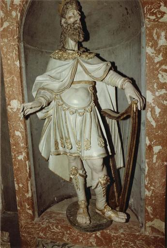 Décor intérieur de la chapelle Saint-Louis, marbre et stuc, statue : David