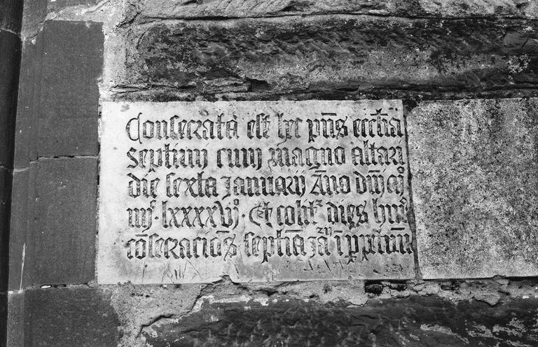 Plaque commémorative, inscription dédicatoire datée de 1496