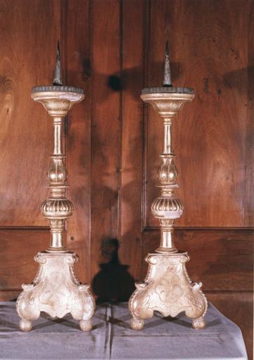 2 chandeliers, bois et plâtre doré