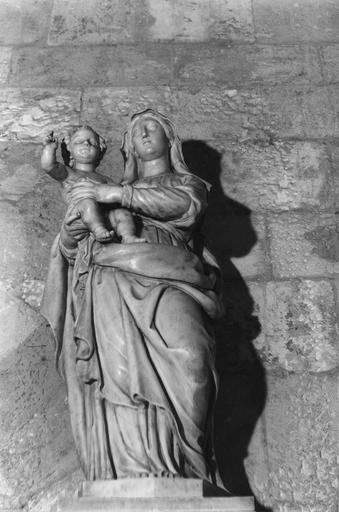statue : Vierge à l'Enfant, marbre blanc