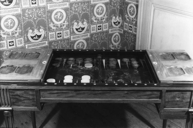 Table à jeu, acajou, marqueteries incrustations