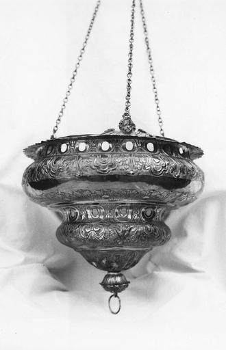 Lampe de sanctuaire, argent forgé et ciselé