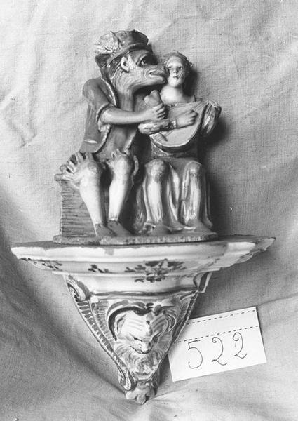 Groupe sculpté et sa console, vue générale