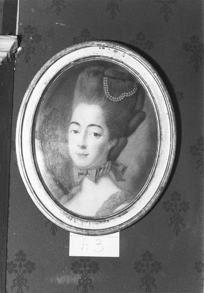 Dessin, cadre : Portrait de dame, vue générale