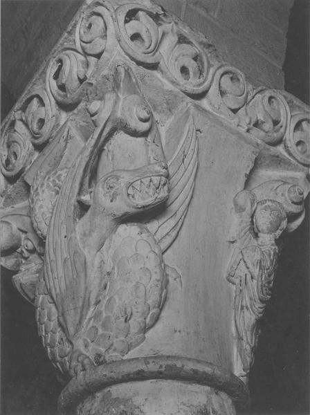 chapiteau sculpté: Daniel, vue générale