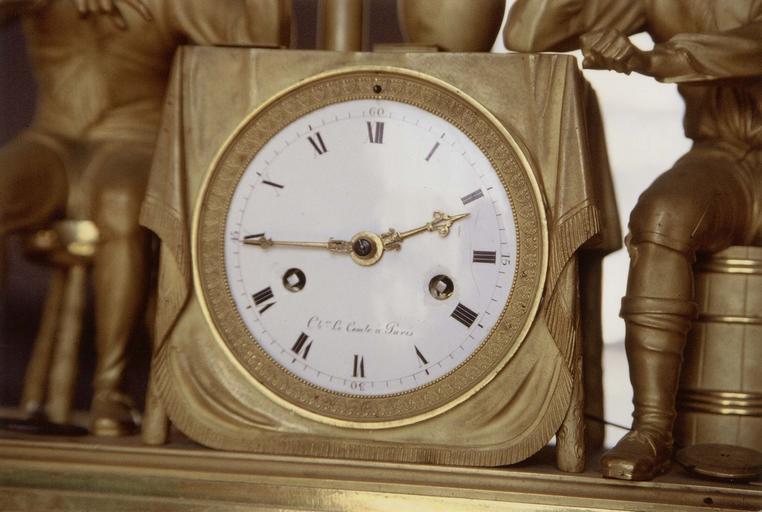 Pendule, détail du cadran et inscription, 19e siècle