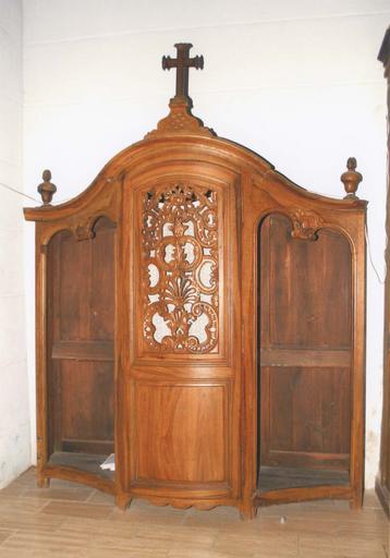 Confessionnal, bois sculpté, 18e siècle, vue d'ensemble