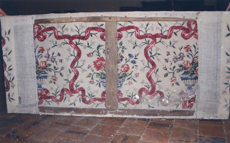 Antependium, motif de bouquet de fleurs et ruban noué