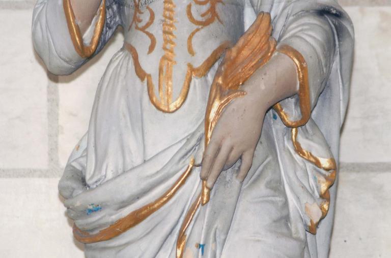 Statue : Sainte Apolline, terre cuite, 17e siècle, détail de la main gauche tenant la palme