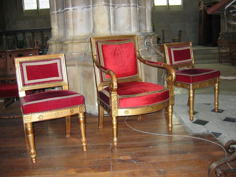 Fauteuil, 2 sièges de célébrant