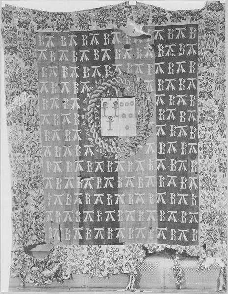 Pièce murale aux initiales de Robert de Chabot et Antoinette d'Illiers sa femme, vue générale