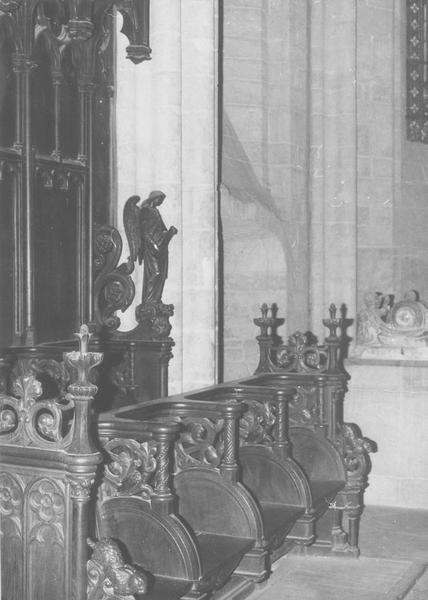stalles néo-gothiques du choeur, vue partielle