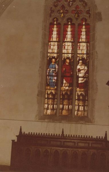 Verrière : Le Christ entre saint Pierre et saint Paul