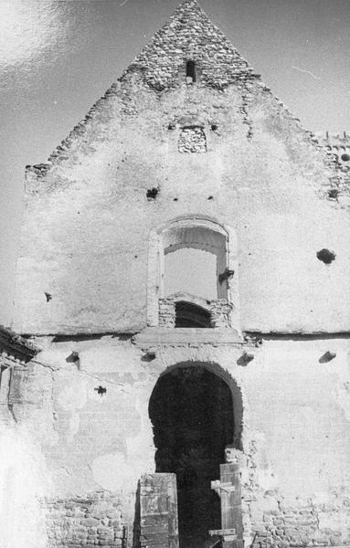 Eglise : façade ouest (avant restauration)