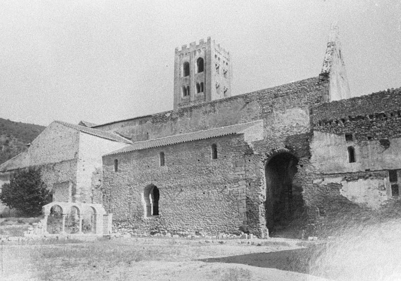 Eglise : façade nord sur cloître (avant restauration)