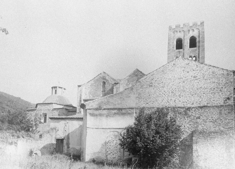 Eglise abbatiale : transept, clocher et chapelle à coupole, côté nord