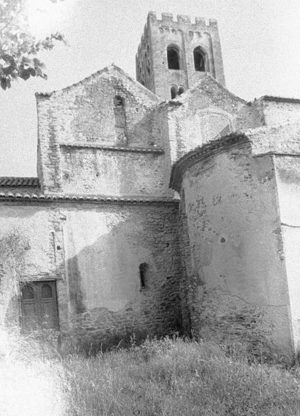 Eglise abbatiale : transept et clocher, côté nord