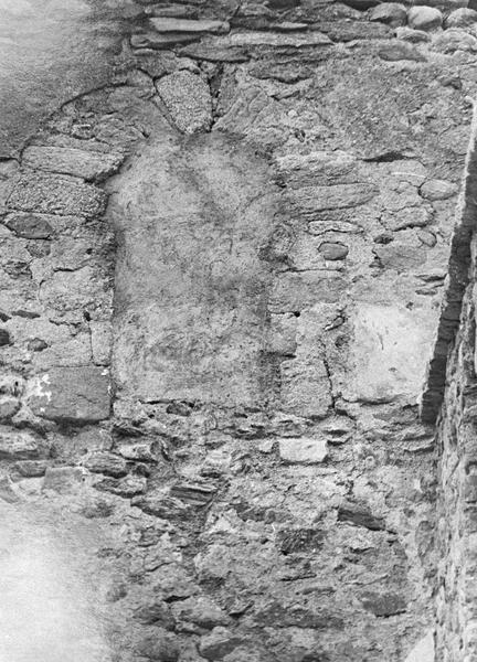 Eglise abbatiale : fenêtre murée, côté sud