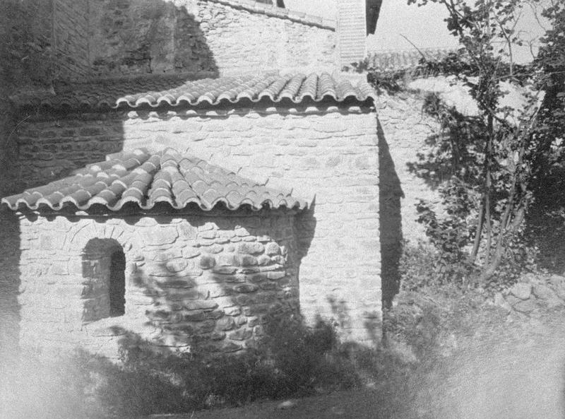 Eglise abbatiale : absidiole nord du choeur, côté est