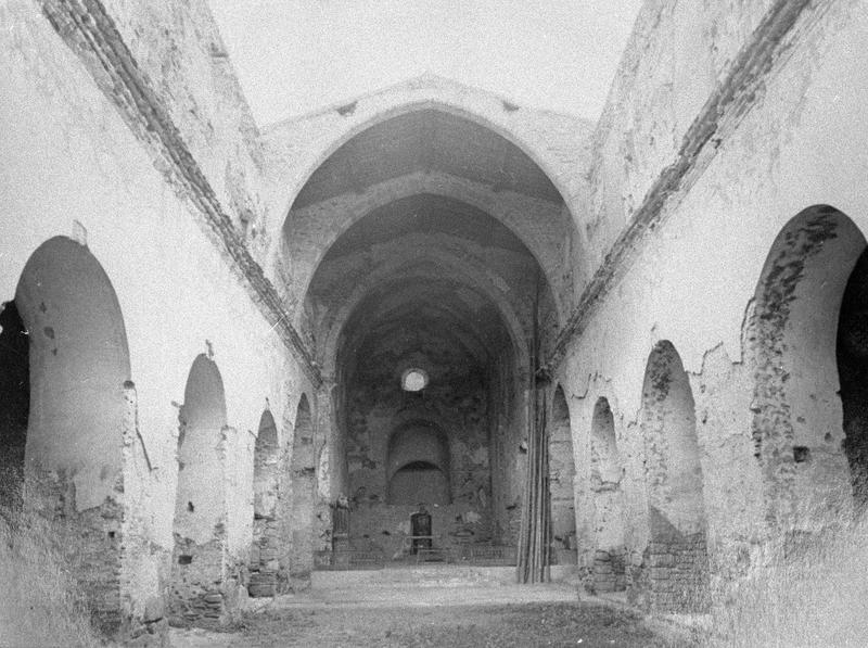 Eglise abbatiale, intérieur : nef vers le choeur (avant restauration)