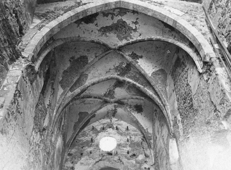 Eglise abbatiale, intérieur : voûtes à croisées d'ogives du choeur
