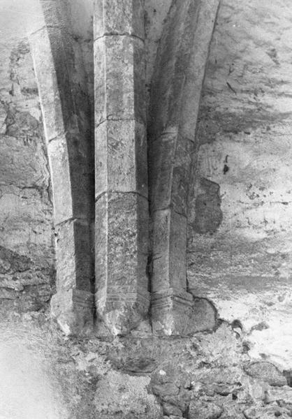 Eglise abbatiale, intérieur : retombées des voûtes à croisées d'ogives du choeur, côté nord