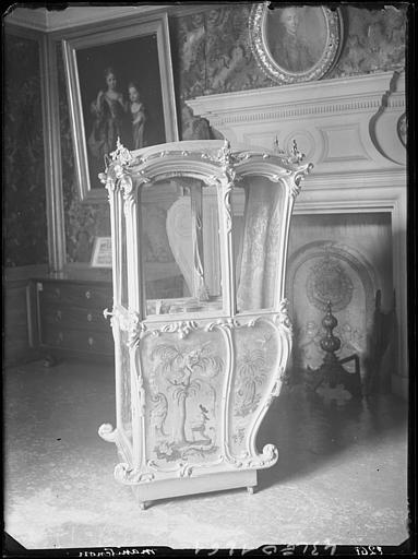 2 chaises (chaise à porteurs)