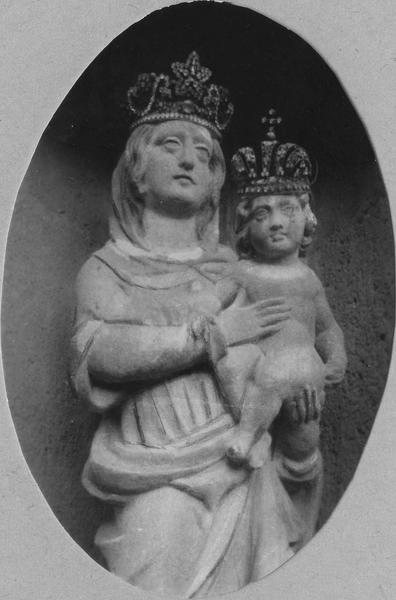 groupe sculpté (petite nature) : Vierge à l' Enfant, dite Notre-Dame de La Chaigne, détail