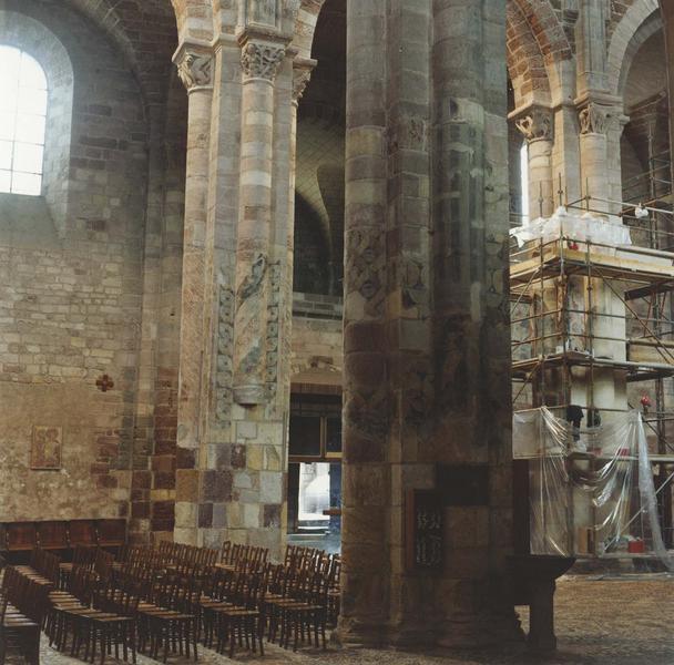 peintures murales des piliers de la nef