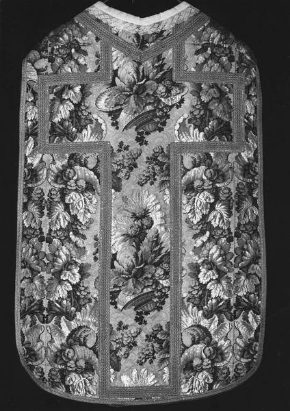Ensemble d'ornements liturgiques (chasuble, étole, voile du calice, bourse).