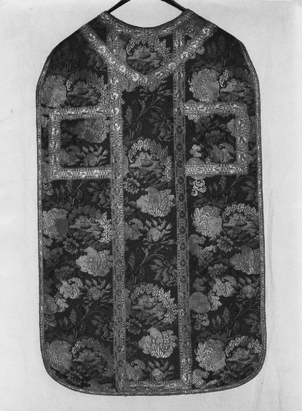 Ensemble d'ornements liturgiques (chasuble, étole, voile du calice).