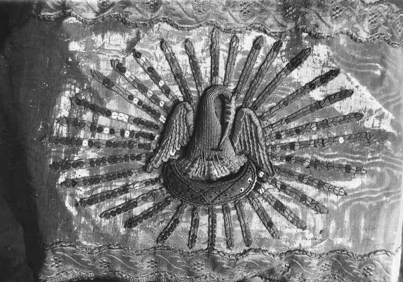 devant d'autel avec pélican dans une gloire