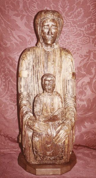 statue : Vierge en majesté, vue de face