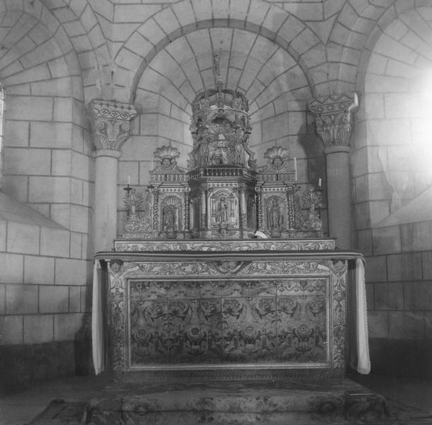 Ensemble du maître-autel (autel, tabernacle, retable).