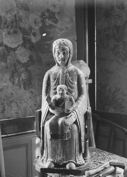 groupe sculpté : Vierge en majesté
